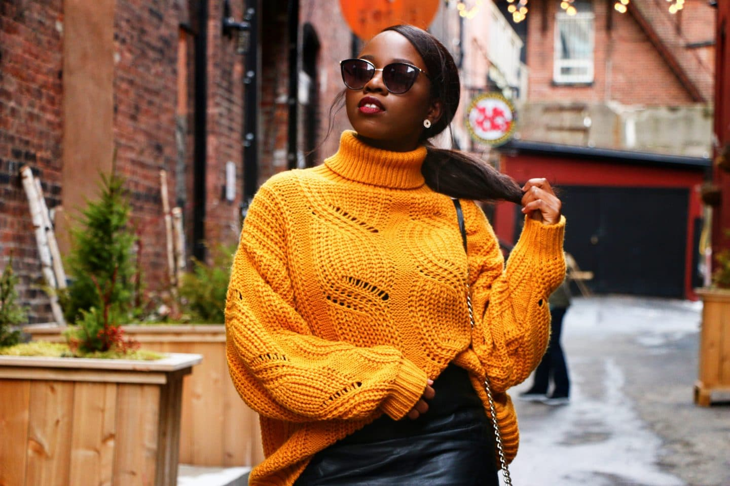 How to style a yellow sweater